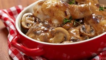 Recepti / Odlična ideja za ručak: Piletina u umaku od vrhnja i šampinjona
